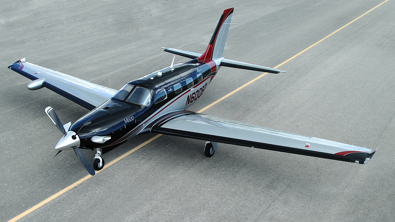 Black and red Piper M600